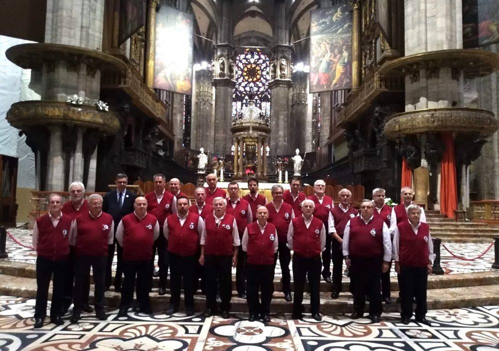 Coro CAI di Bovisio Masciago   Duomo di Milano (2018)